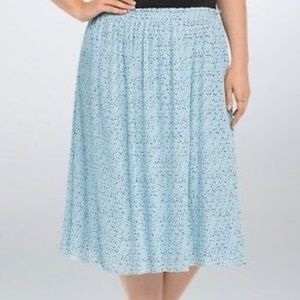 Torrid chiffon pleated mid skirt light blue stars
